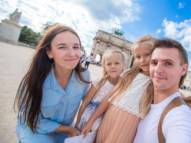 FAMILY FUN IN PARIS