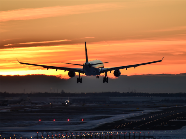 7 Tips for Holiday Travel from an Airline Expert