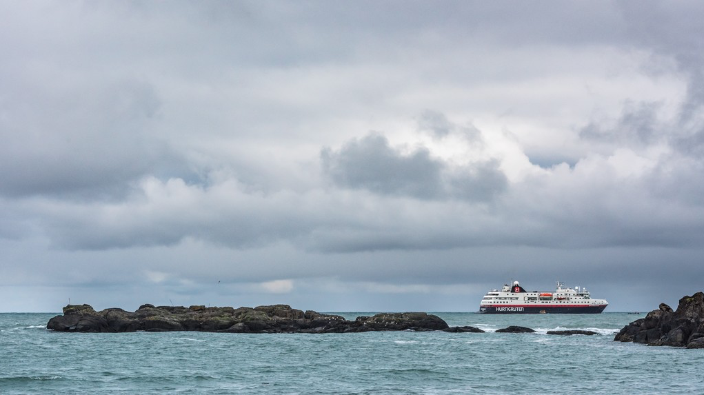 Sail Around Iceland and Fly for Free! Book by November 30