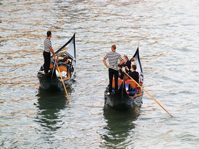 Renew Your Wedding Vows on a Venetian Gondola Trip
