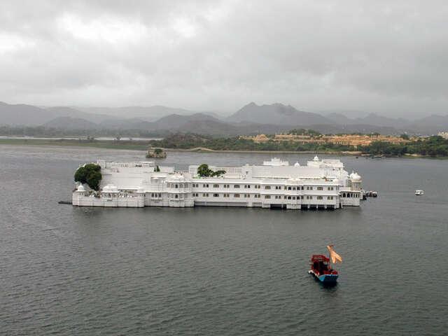 1-Taj-Lake-Palace-UDR.jpg