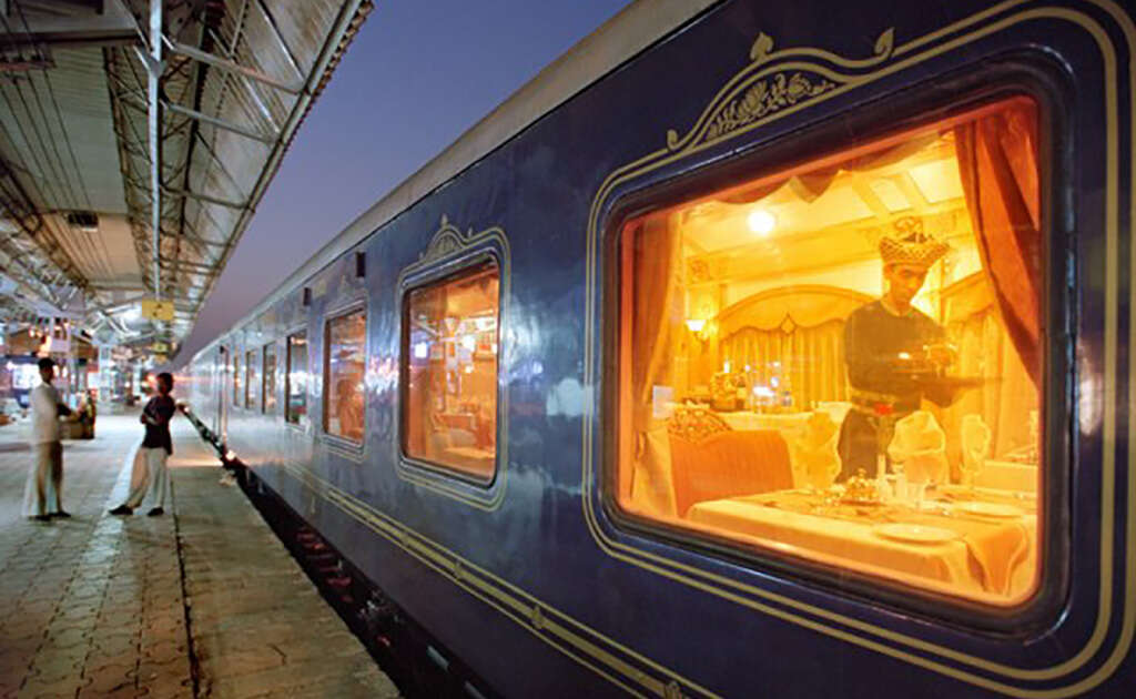 THE DECCAN ODYSSEY & COLORFUL PEOPLE