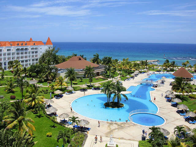 WestJet Vacations Save up to $300 at Grand Bahia Resorts