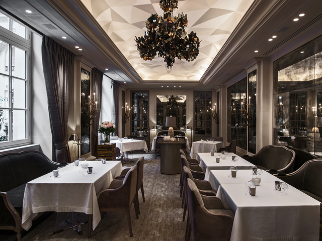 Paris landmark hotel re opens after 200 million renovation for Jardin d hiver wine
