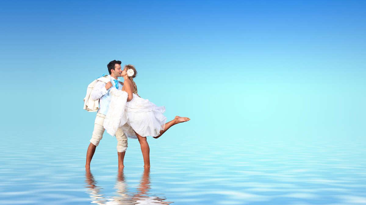 Dream destination weddings with $500 anniversary future travel voucher