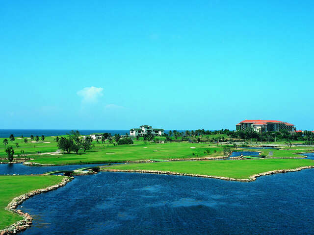WestJet Vacations - Complimentary green fees at Varadero Golf Course!