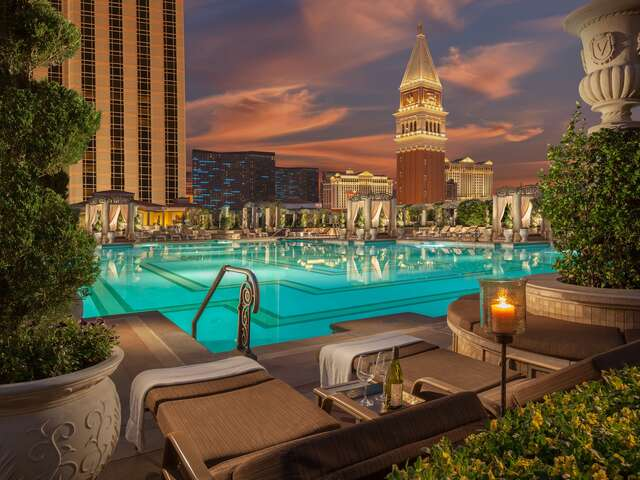 WestJet Vacations - Save at select resorts in Las Vegas!