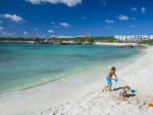 WestJet Vacations - Kids stay free at select hotels in Mexico!