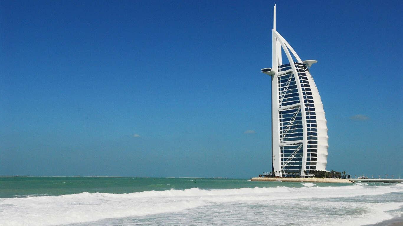 Dubai and the Maldives, Sands and Romance