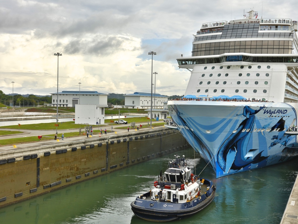 Picture This The Largest Cruise Ship Ever To Transit The