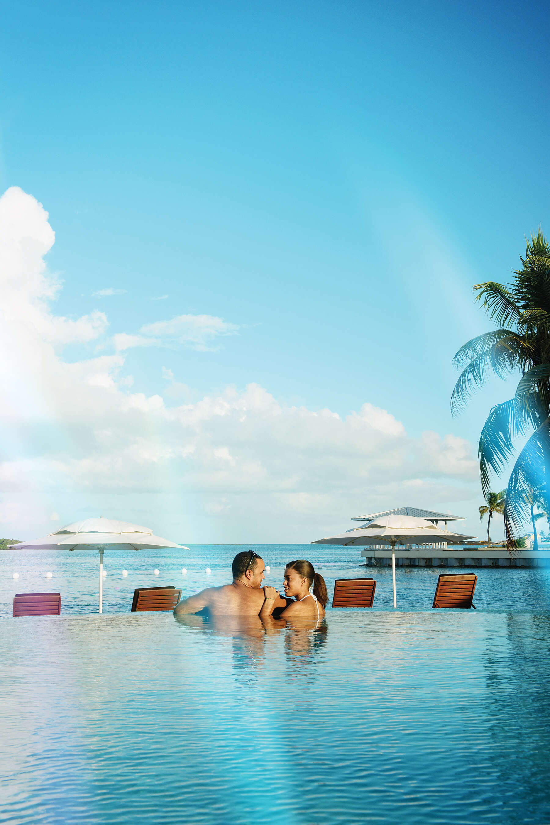 Transat - Free transfers, access to airport VIP lounges and more!
