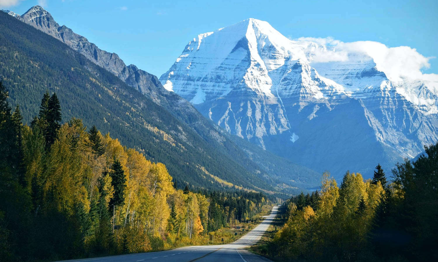 6 North American Small Towns for a Perfect Summer Road Trip