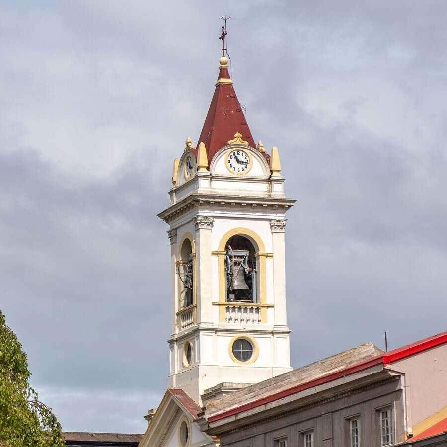 Set off on your expedition - Santiago de Chile/Punta Arenas