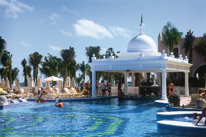 Riu Palace Las Americas pool bar