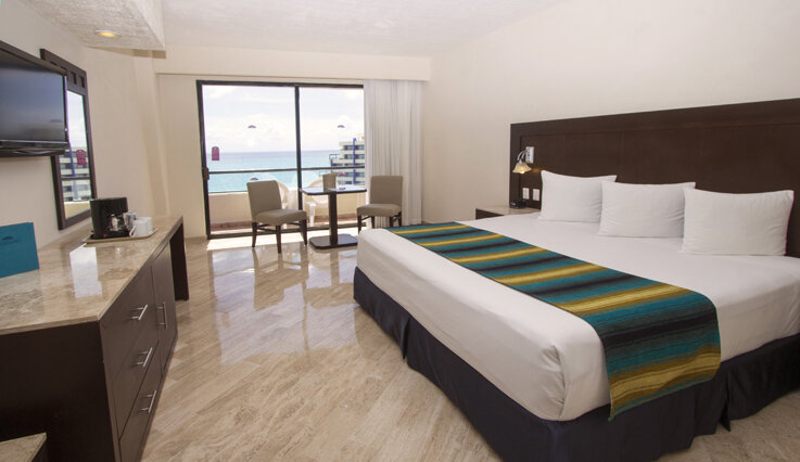 Crown Paradise Club Cancun bedroom