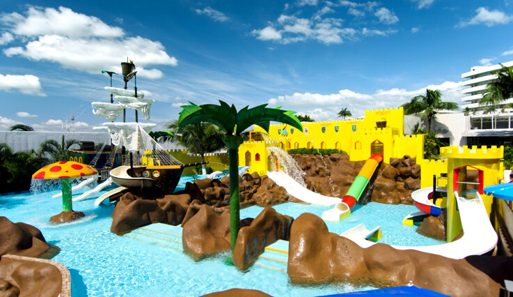 Crown Paradise Club Cancun water park