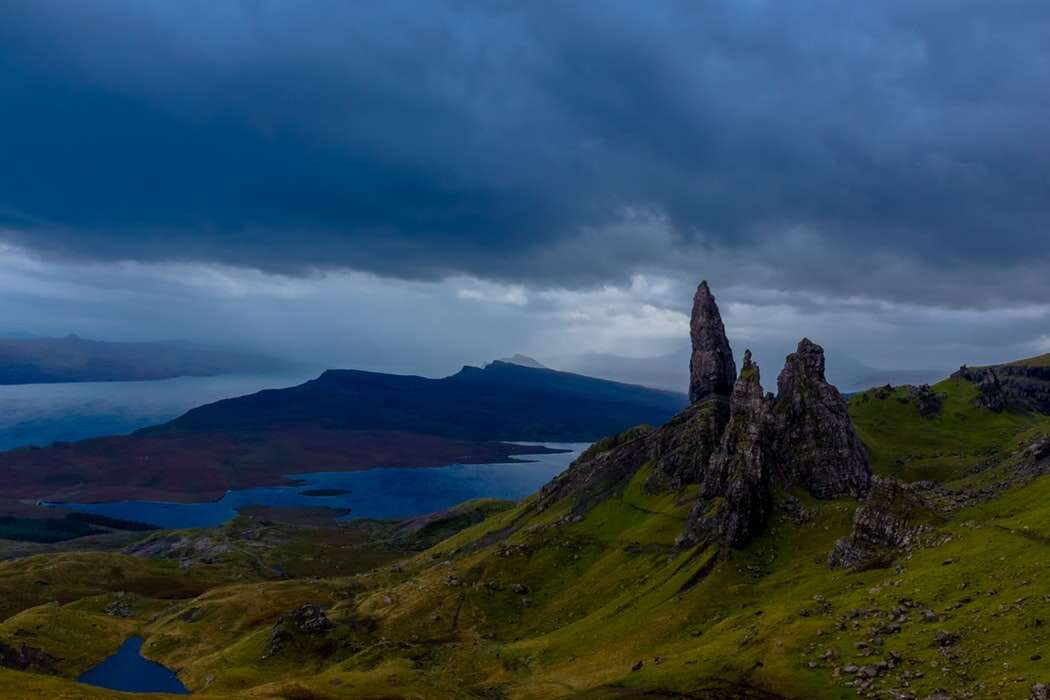 COUNTRY ROADS OF SCOTLAND - HIGHLANDS AND ISLANDS