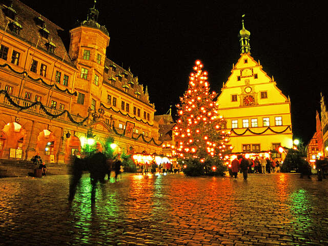 Christmas on the Danube featuring a 6-Night Danube River Cruise